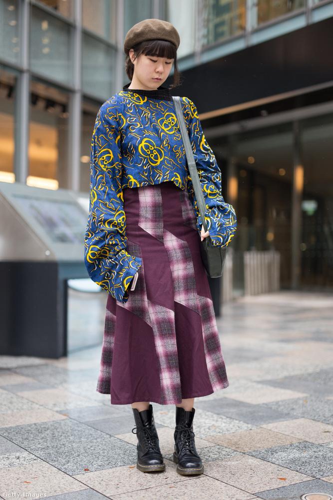 Egy ilyen komoly kiegészítőnek természetesen helye van a tokiói utcai divatban is