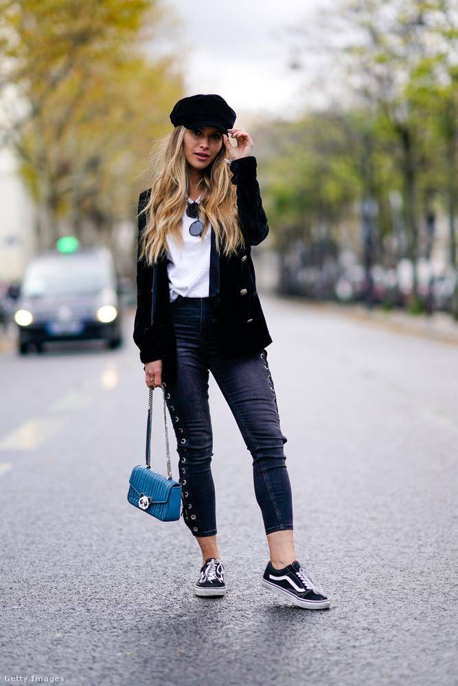 Maja Malnar blogger Zara barett sapkában és Vans cipőben Párizsban.