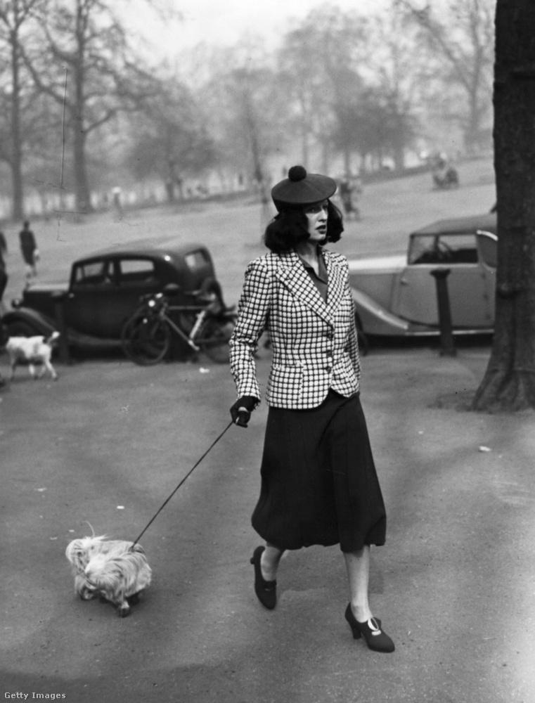 Pomponos barett 1938-ban Londonban.