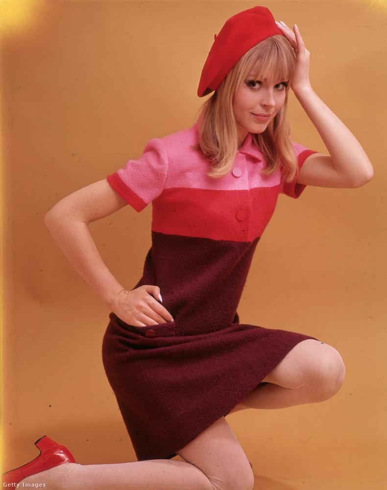 1966-ban is divatos volt összeereszteni a pirosat a rózsaszínnel és a bordóval.