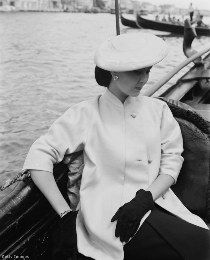 Gondolázó Christian Dior modell Velencében 1951-ben.
