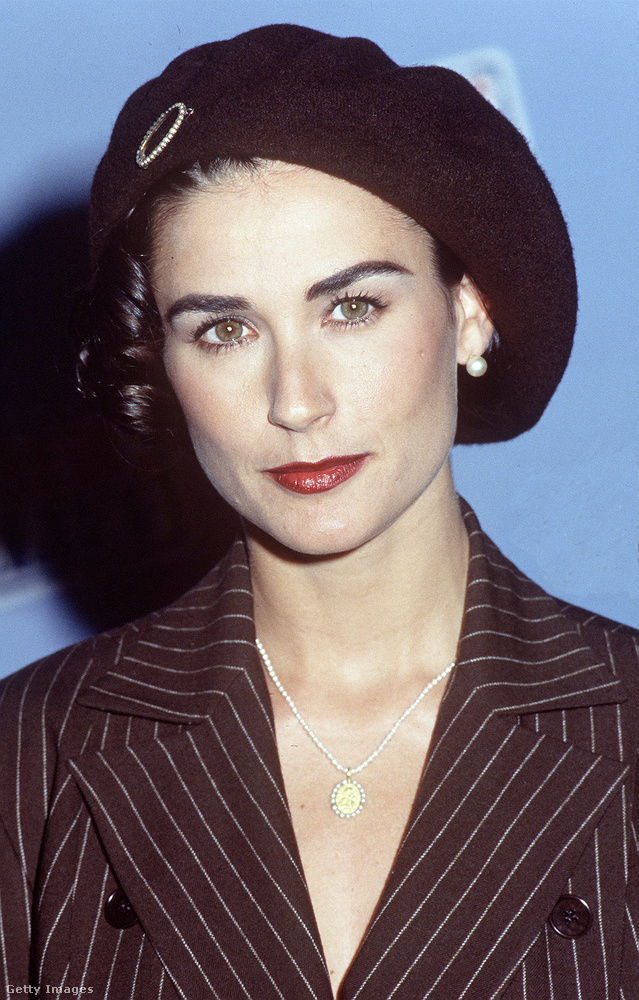 Demi Mooret 1992-ben kapták lencsevégre barettben.