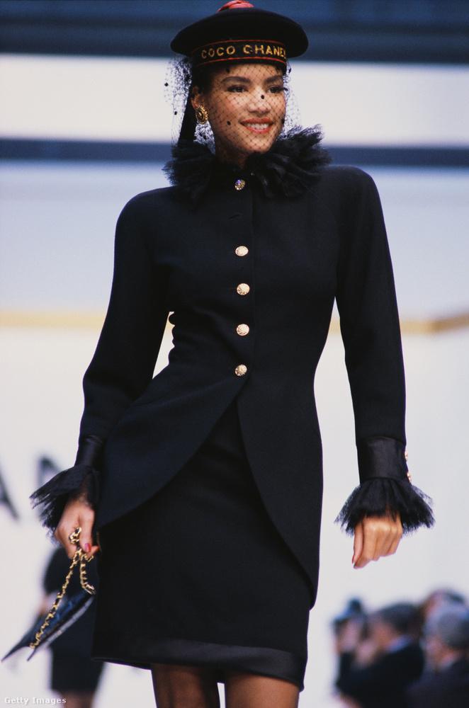 Naná, hogy a Chanel kifutóján is volt már barett sapka az elmúlt évtizedekben.