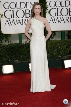 Nicole Kidman félvállas Pradában: maga az elegancia.