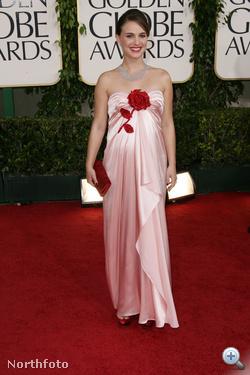 Natalie Portman estélyije megosztotta a kritikusokat, de általában inkább tetszett a divatszakértőknek.