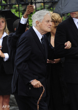 Robert Sargent Shriver felesége Eunice Kennedy Shriver 2009-es temetésén