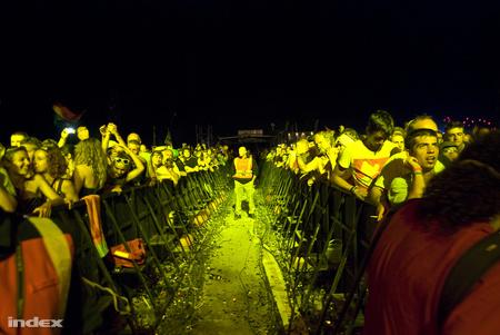 A fesztiválokon kordonnal választják ketté a tömeget, ezzel csökkentve a kockázatot (fotó: Bödör Adrián)