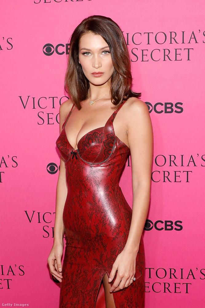 Persze nem ő a Victoria's Secret egyetlen dögös modellje, a többiek legszexibb képeit itt nézheti meg a divatbemutatós összefoglalóban!
