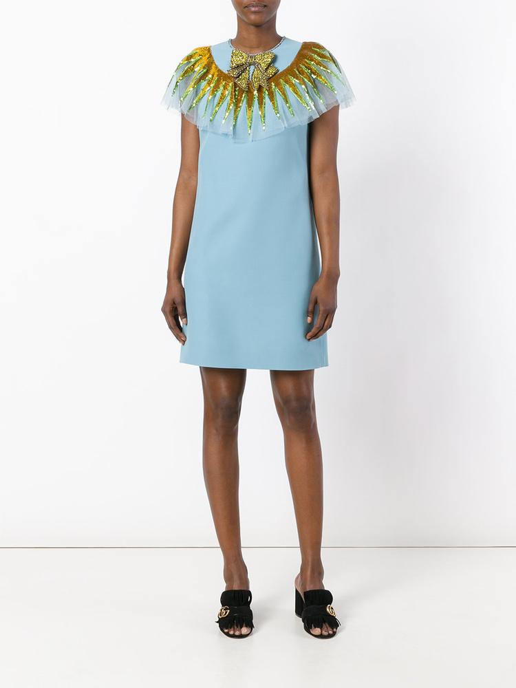 Masnival és gallérral ellátott kék Gucci ruha 2600 fontért, kb.904 ezer forintért.