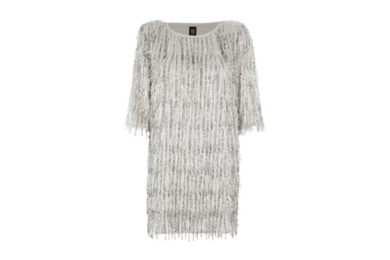 A River Islandnál 100 fontot, kb.34 ezer forintot kérnek egy ilyen rojtos ruháért.