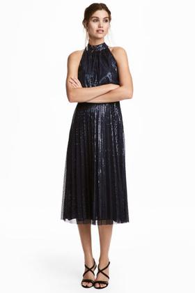 Flitteres ruha 19.990 forintért a H&M-ből.
