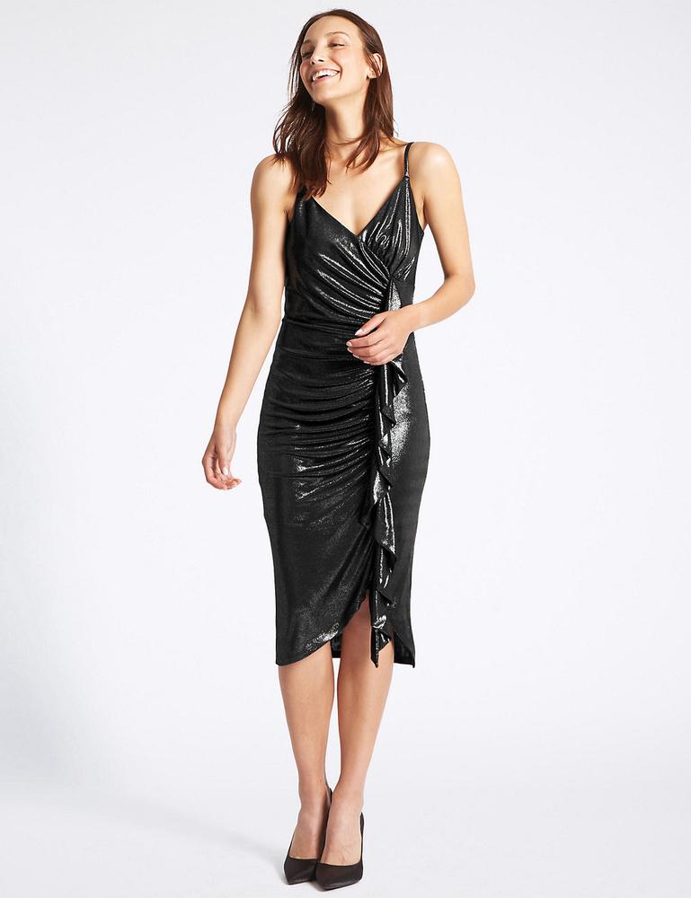 Lakk hatású fodros ruha 69 fontért, kb.24 ezer forintért a Marks & Spencertől.