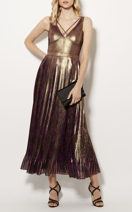 A Karen Millennél is van aranyruha 350 fontért, kb.121 ezer forintért.