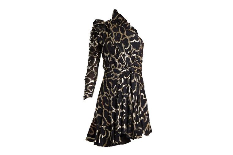 Félvállas arany-fekete ruha 1360 font, kb.473 ezer forint az Isabel Marantnál.