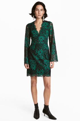 A H&M-ben is van zöld ruha 14.990 forintért.