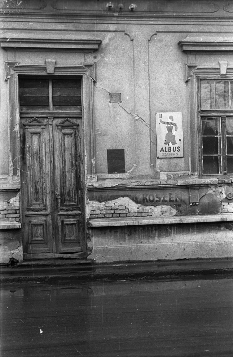Ahogy Krúdy is ismerte: földszintes házak, kiskocsmák világa. A hetvenes években már csak hamarosan eltűnő díszlet.