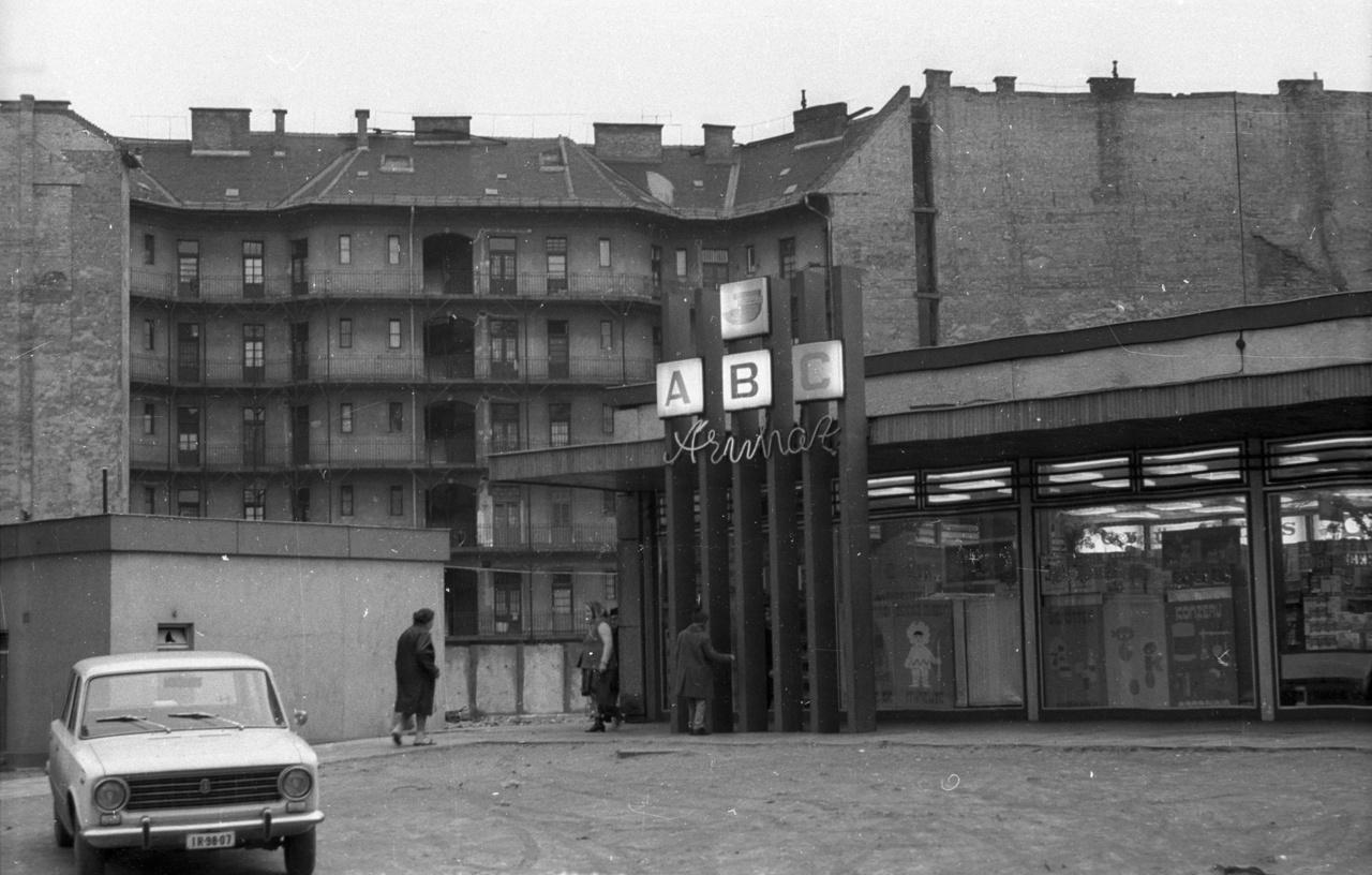 A Tömő utcai ABC-áruház likőrkínálata egészen bezárásáig legendás volt: a környék egykori és mai lakói nem feledik a nyolcvanas évekbeli kókusz- és az ezredfordulós diólikőr édes ízét.