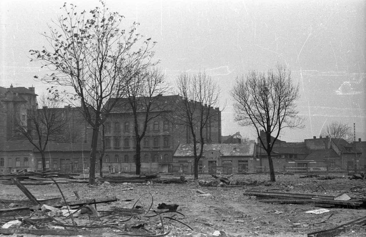 A ledózerolt gyermekkor nyomában: újabb Szigony utcai részlet a hetvenes évekből.