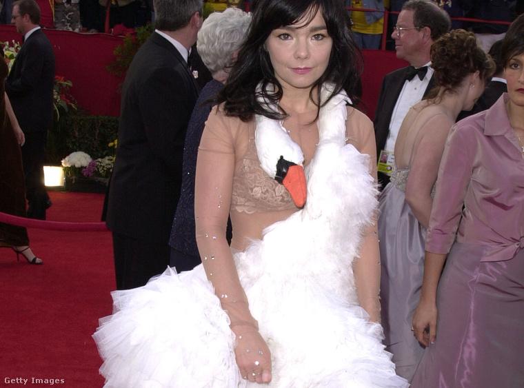 2. Björk hattyúdresszben