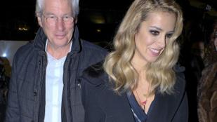 Richard Gere és 34 évvel fiatalabb barátnője lesifotókon is jól néznek ki együtt