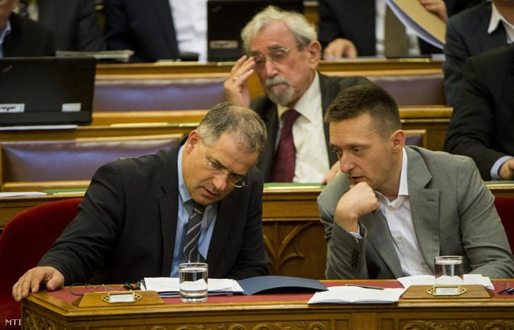 Kósa Lajos és Rogán Antal a Parlamentben 2016. április 11-én