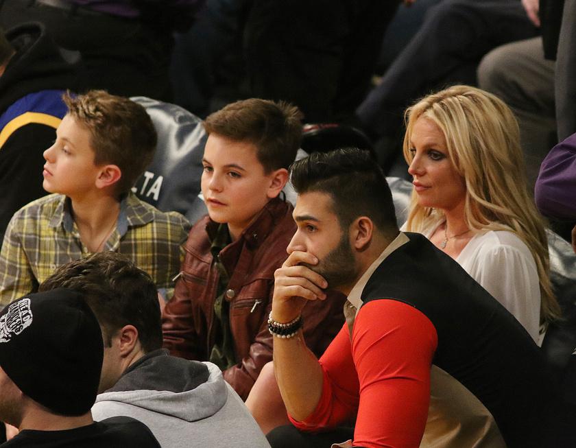 Kész nagyfiúk lettek Britney fiai - alig ismertünk rájuk a friss fotóikon.
