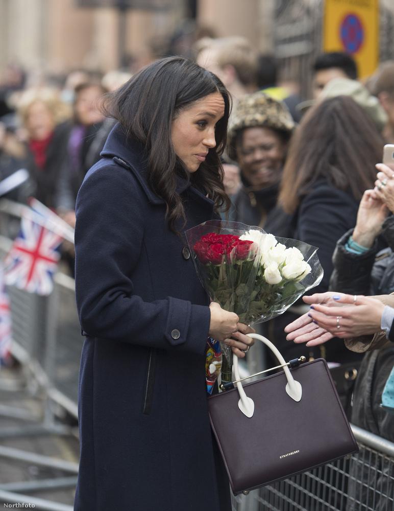 Annak ellenére, hogy a színésznő és a herceg már több mint egy éve együtt vannak, ez volt a harmadik alkalom, mikor közös képek készülhettek róluk.Először szeptemberben, egy jótékonysági rendezvényen fotózták le őket, majd az eljegyzésük bejelentésekor.