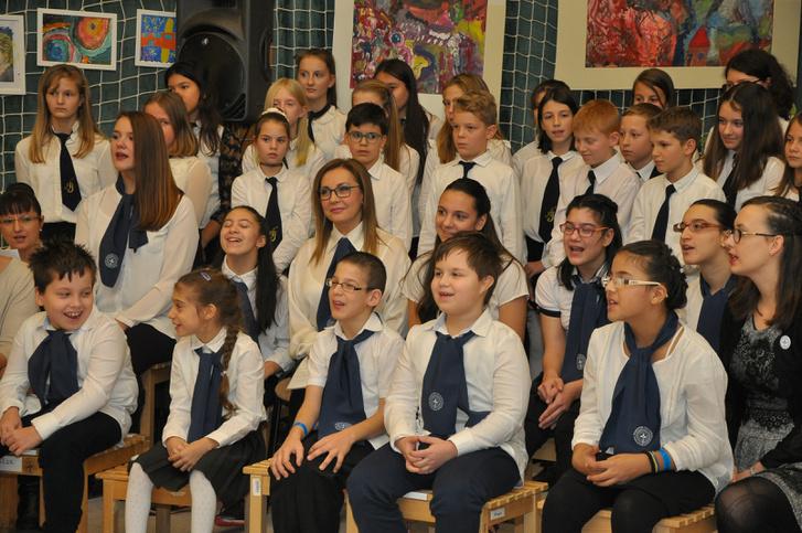 Rost Andrea a Pető Intézet tanulóival