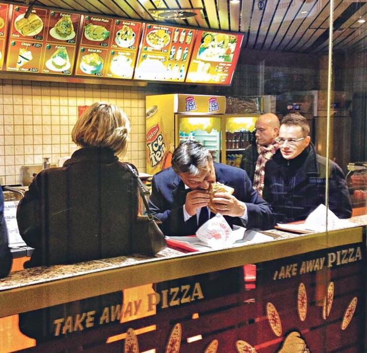 Orbán Viktor kebabot eszik Brüsszelben 2012-ben