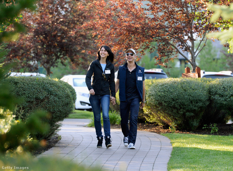 Jeff Bezos, az amazon.com alapítója és felesége, MacKenzie Bezos írónő