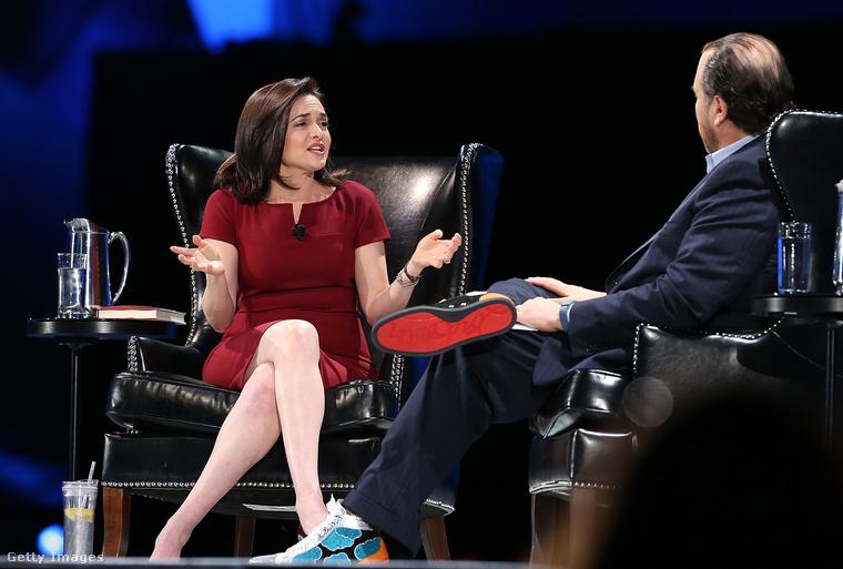 A milliárdos üzletember cipői 895-1995 dollár, körülbelül 236-526 ezer forint között mozognak páranként.