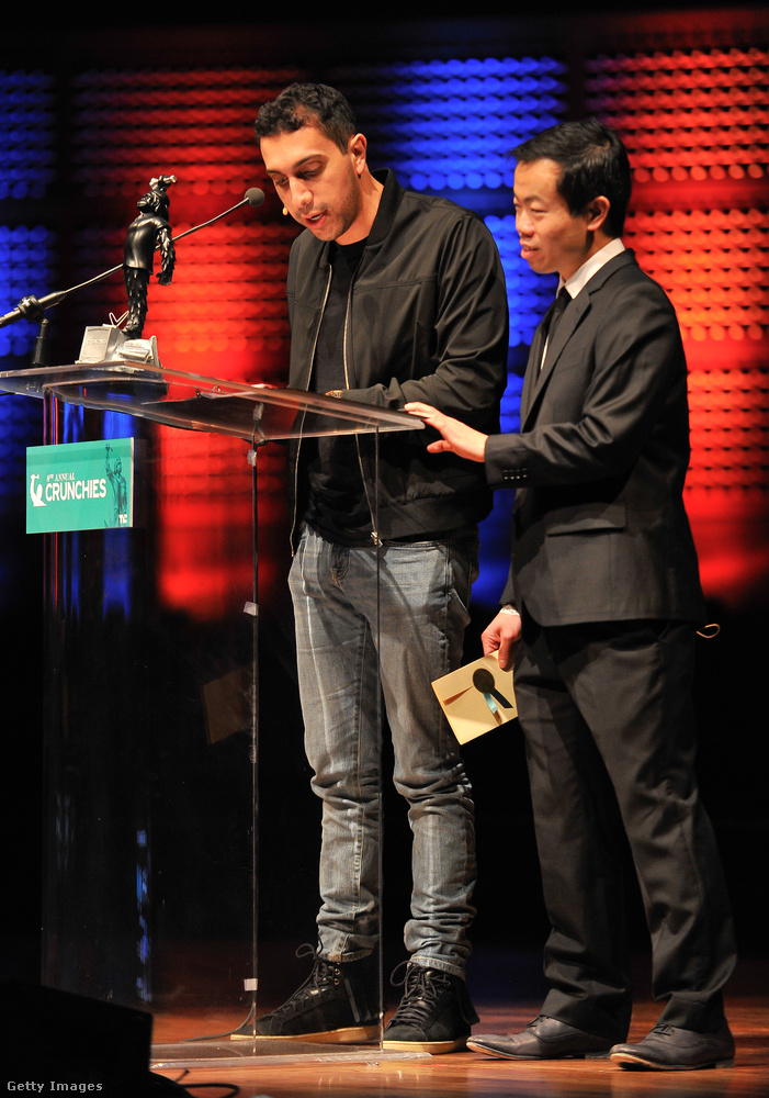 Sean Rad, a Tinder alapítója a Saint Laurent klasszikus rojtos cipőjében lépett színpadra a 8