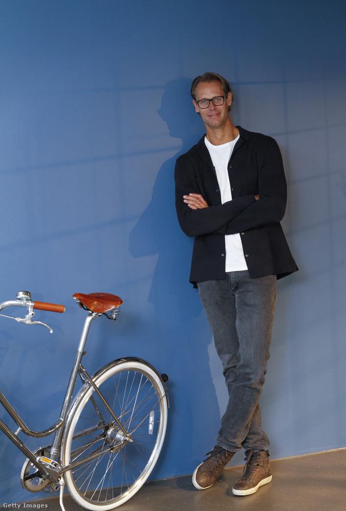 Jacob de Geer az iZettle AB alapítója és vezérigazgatója kényelmes cipőben és farmerben a cég stockholmi székhelyén.