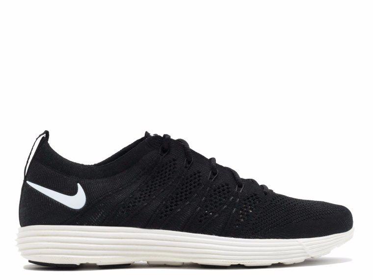 Musk a drága Nike cipők híve, ezért a 'Lunar Flyknit HTM NRG' például 400 dollárt, körülbelül 105 ezer forintot kérnek a piacon.