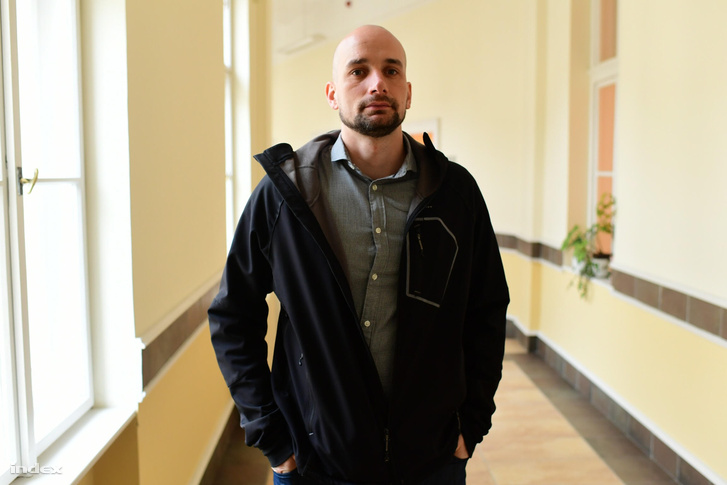 Bárnai Árpád, nevelő, a vád tanúja: hét éve ő már feljelentette hasonló cselekmények miatt az igazgatót, akkor a nyomozást megszüntették