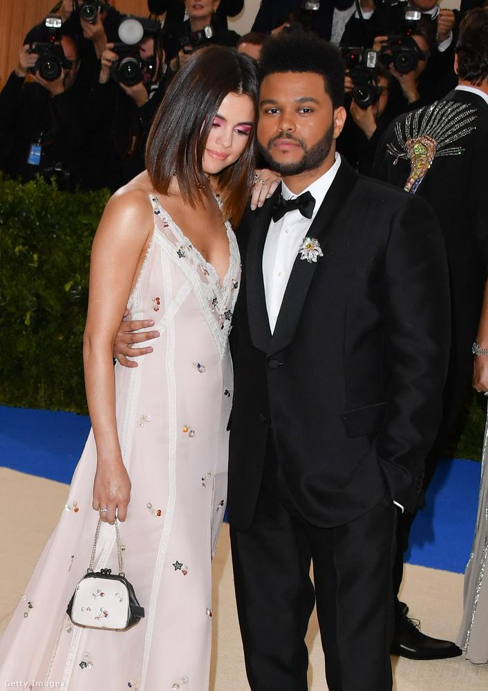 Selena Gomez és a The WeekndAz énekes és Gomez kapcsolata nagyon szépen indult, sokszor mutatkoztak együtt és végig nagyon helyesek voltak abban a tíz hónapban, amíg jártak