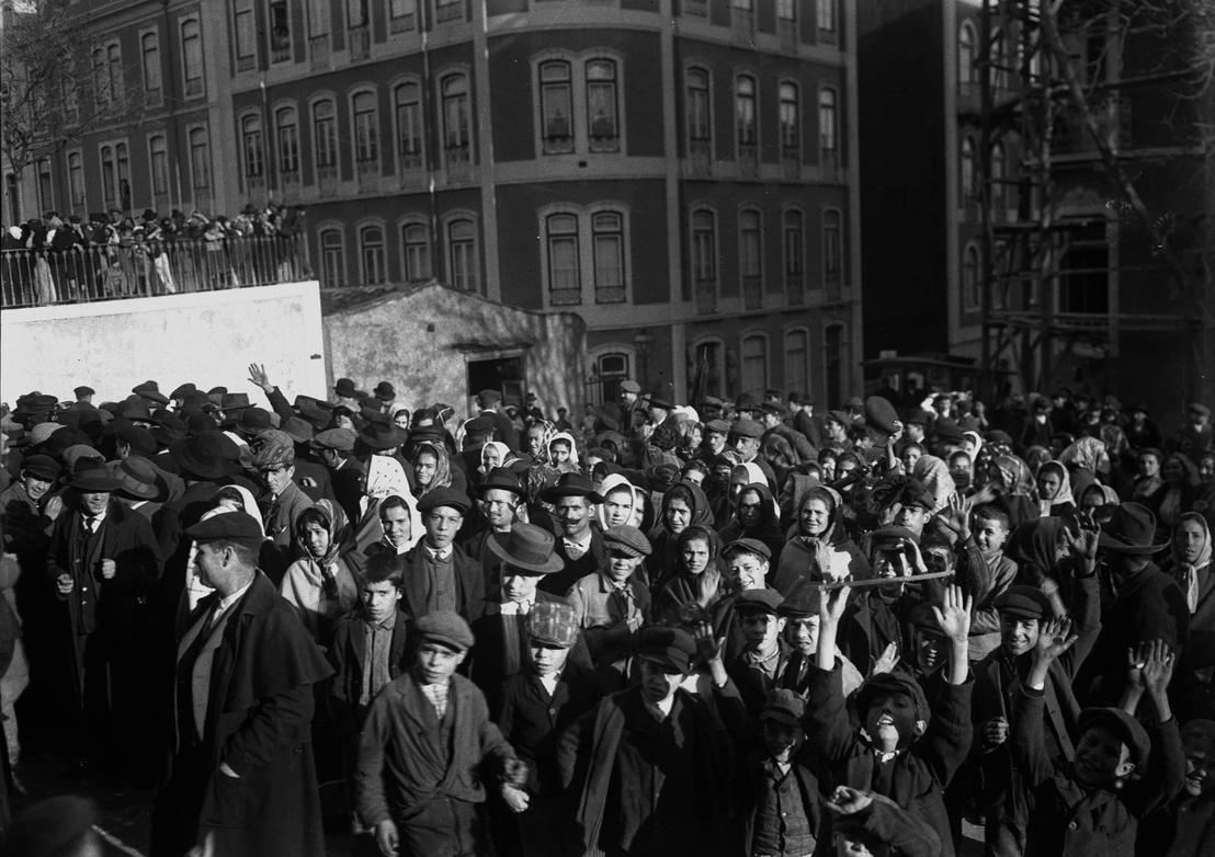 Lisszaboni textilipari munkások petíciót nyújtanak be a parlamentbe, munkásvédelmi rendelkezéseket követelve, 1911