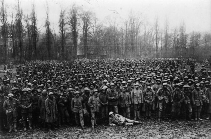 Egy 1918-as kép a német hadifogságba esett portugál katonákról – a harcokban a kis ibériai-félszigeti ország közel tízezer embert vesztett, részvételének pedig hatalmas anyagi és társadalmi ára volt.