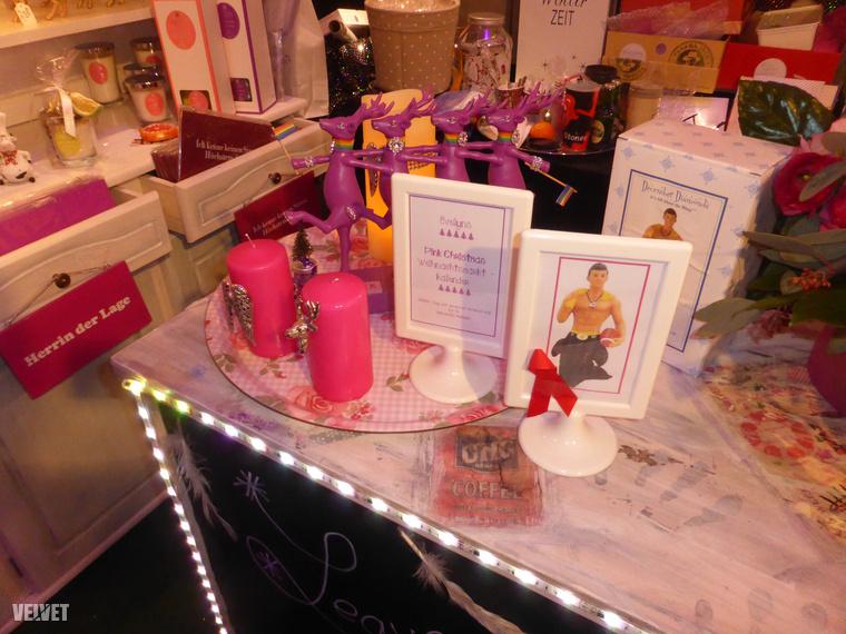 Egy karácsonyi vásár akkor is karácsonyi vásár, ha rózsaszín: a standokon ilyesmiket lehetett kapni.