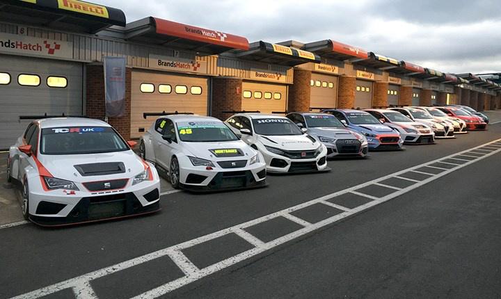 A TCR-kocsik a brit TCR-sorozat indulása elé szervezett tesztnapon