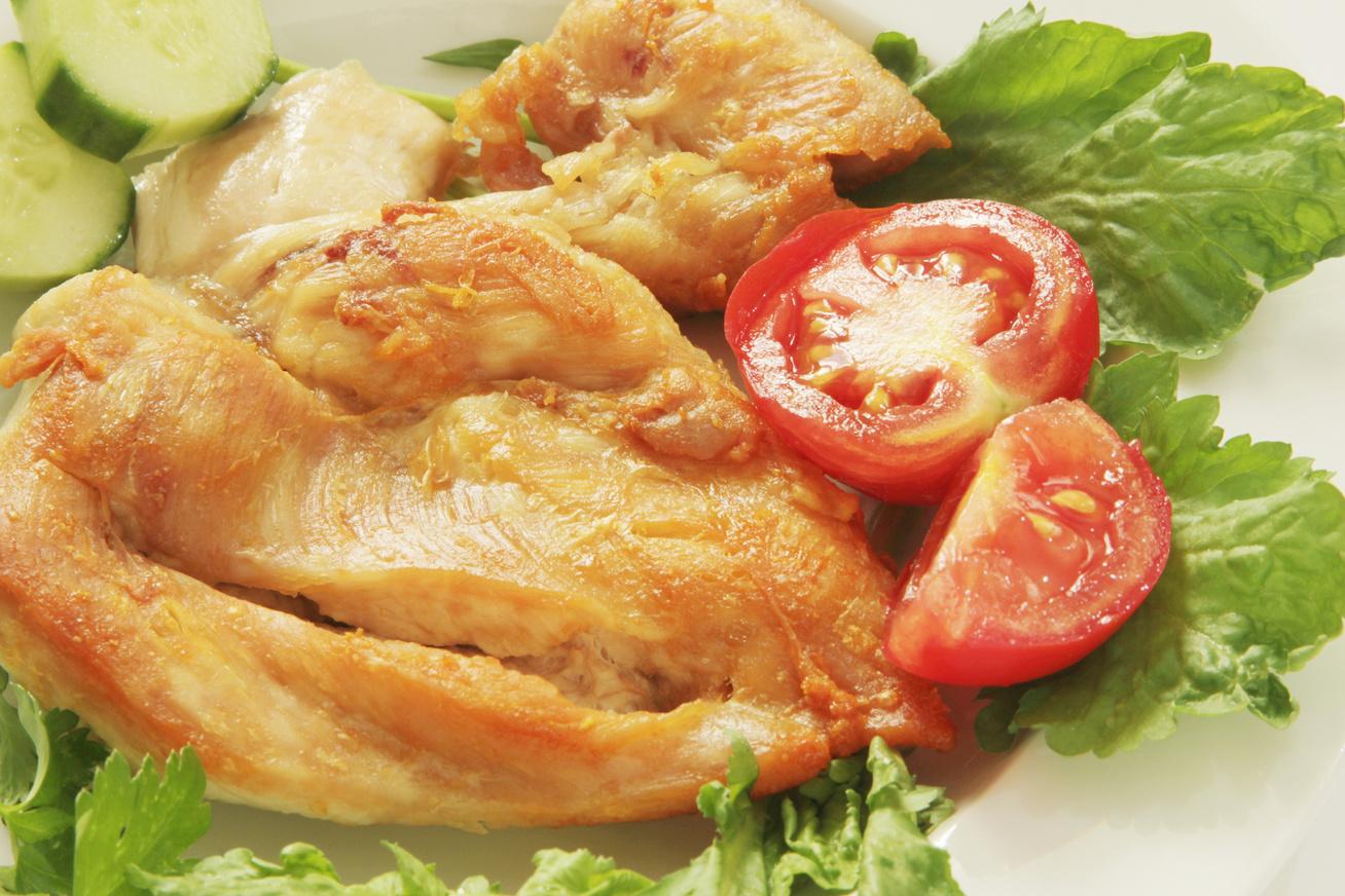 Vajon sült, vasalt csirkecomb pikáns fűszerezéssel: omlós lesz a hús