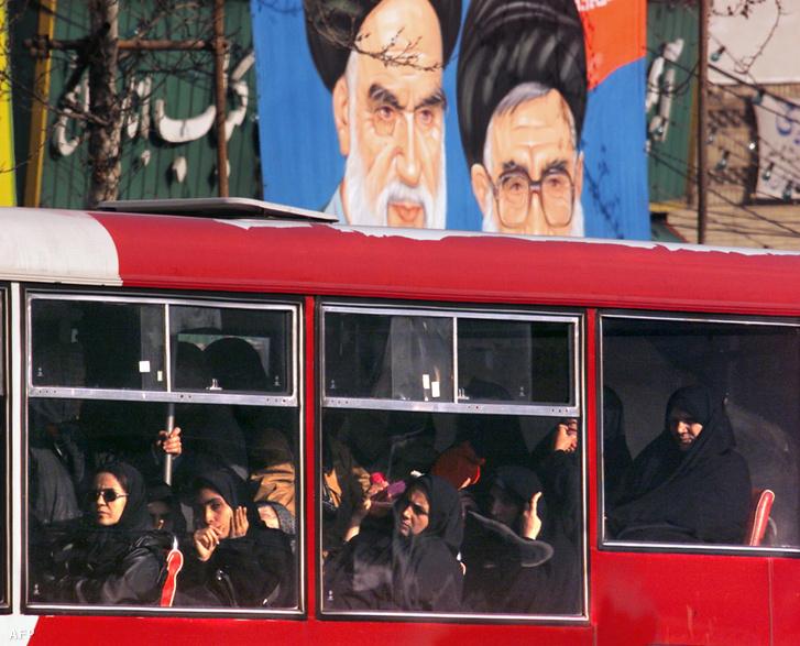 Iráni utcakép egy busszal (2000.)