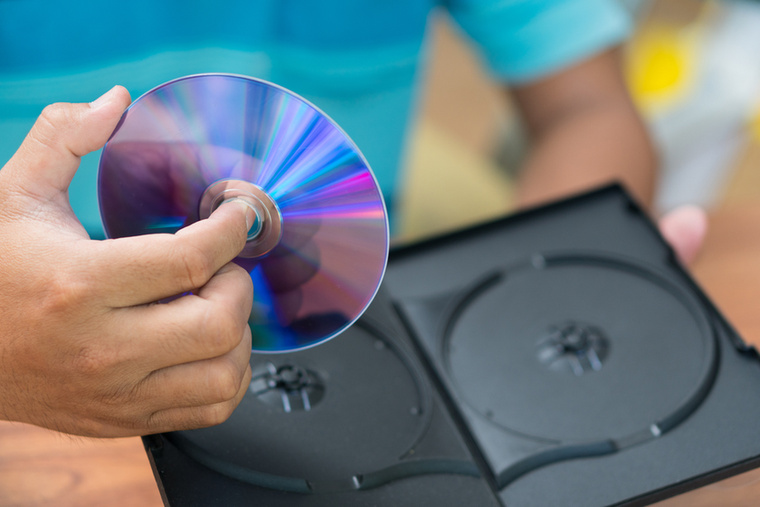 A zene- és a filmgyűjtőkön kívül a legtöbben egyet értenek azzal is, hogy hamarosan nem lesz értelme CD, DVD vagy Blu-ray lemezeket kiadni