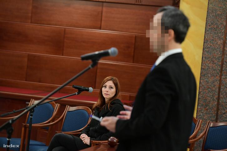 Renner Erika a vádlott B. Krisztián vallomását hallgatja.