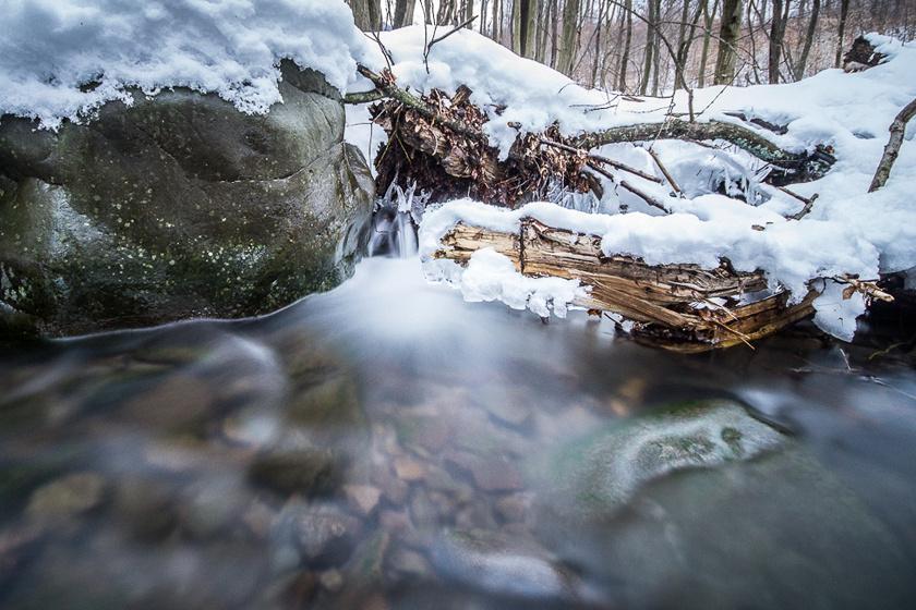 A Kemence-patak a Börzsöny leghosszabb folyama, mely számos mellékágával csodaszép, túrákra alkalmas völgyeket váj a hegyekbe a Csóványos és az Ipoly közötti útján.