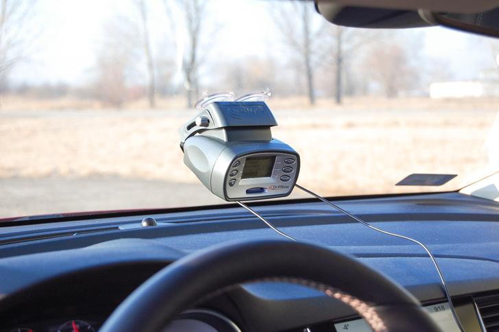 A méréseket az angol gyártmányú Driftbox műszerével végeztük, ami külső GPS-antennával 0,1 km/óráig pontos