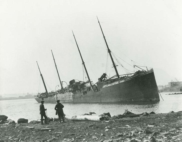 Az SS Imo az ütközés és a robbanás után