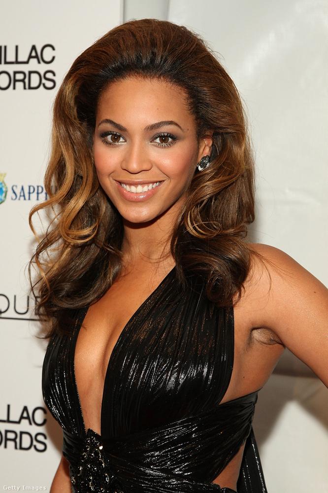 És ő vajon az igazi vagy ál-Beyoncé? Ezzel a kérdéssel búcsúzunk,viszlát!(De persze nem hagyjuk kétségek között, itt a valódi énekesnőt láthatja.)