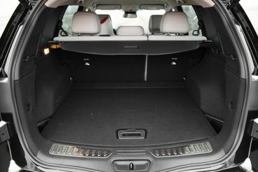 A Renault 542 litert ad meg, de ők nyilván hozzácsapják a pótkerék üregét, meg amit még lehet. Így ez inkább 441 liter.