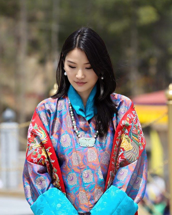 Kivételesen nem az angol királyi családdal foglalkozunk, ebben a lapozgatóban Bhután királynéját mutatjuk be